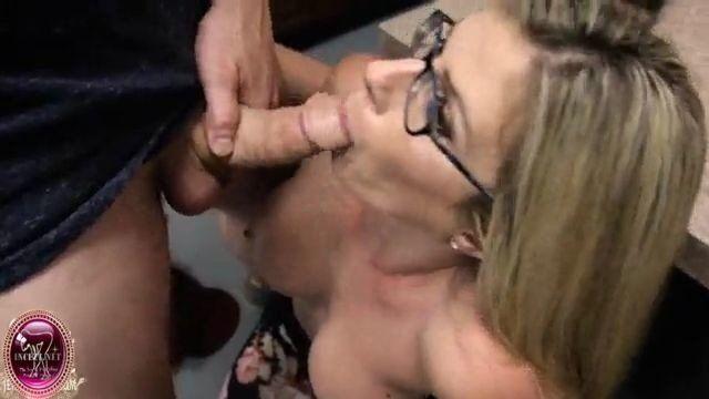 Incesto dois irmãos forçam a mãe a fazer boquete