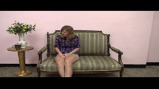 Na sala de casa novinha faz video porno gratis com o tio
