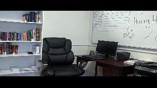 Novinha em videos porno fodendo no escritório do tio