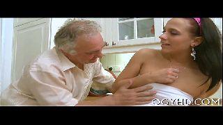 Morena em incesto porno fodnedo na casa do avo