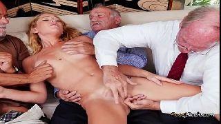 Novinha em porno gostosas fodendo com vovo e seus colegas