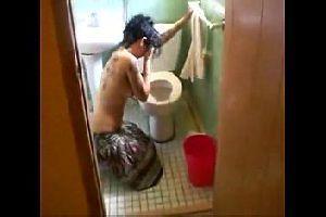 Fodeu a irma bebada no banheiro
