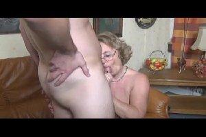 Bela velha faz vidio de sexo com o seu neto