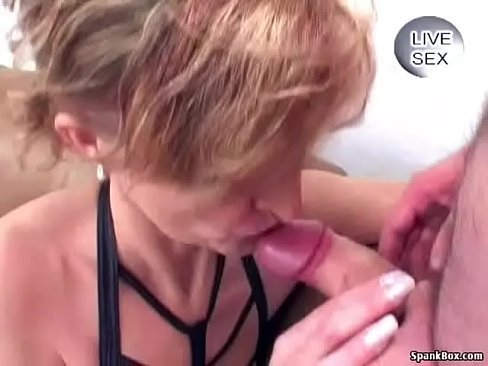 Avo no vidio de porno engolindo a piroca do neto