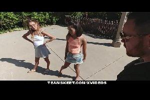 Duas primas novinhas em filmesporno dando para o safado