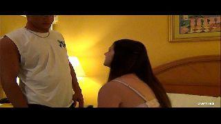 Jovem safadinha no motel fazendo um video porno com o tio