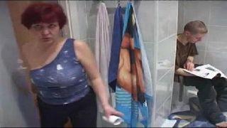 Ruiva no banheiro faz porno as panteras
