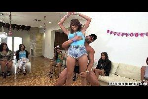 Festinha em familia rola videos pornô de orgia