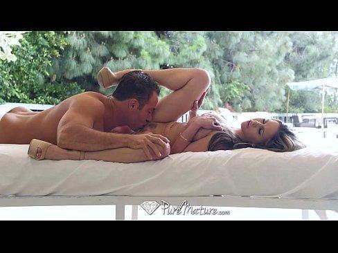 Vadia rabuda fazendo sexo com o filho