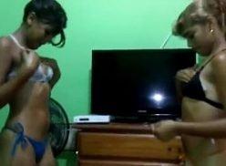 Novinhas sensualizando a revanche